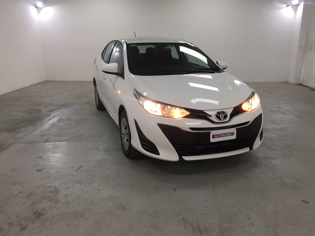 TOYOTA YARIS SUPER WHITE II 2018 CL6248