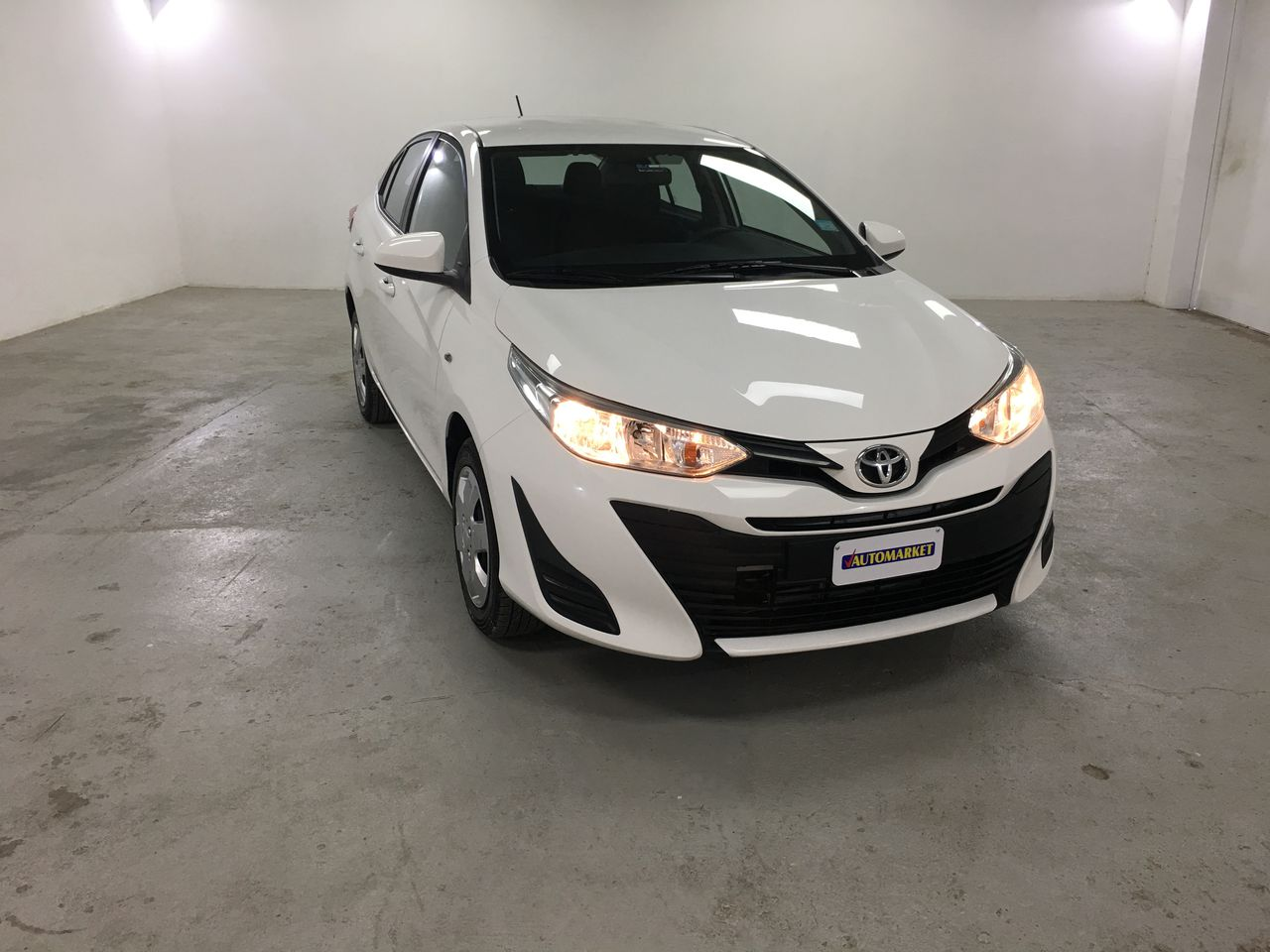 TOYOTA YARIS SUPER WHITE II 2018 CL6419
