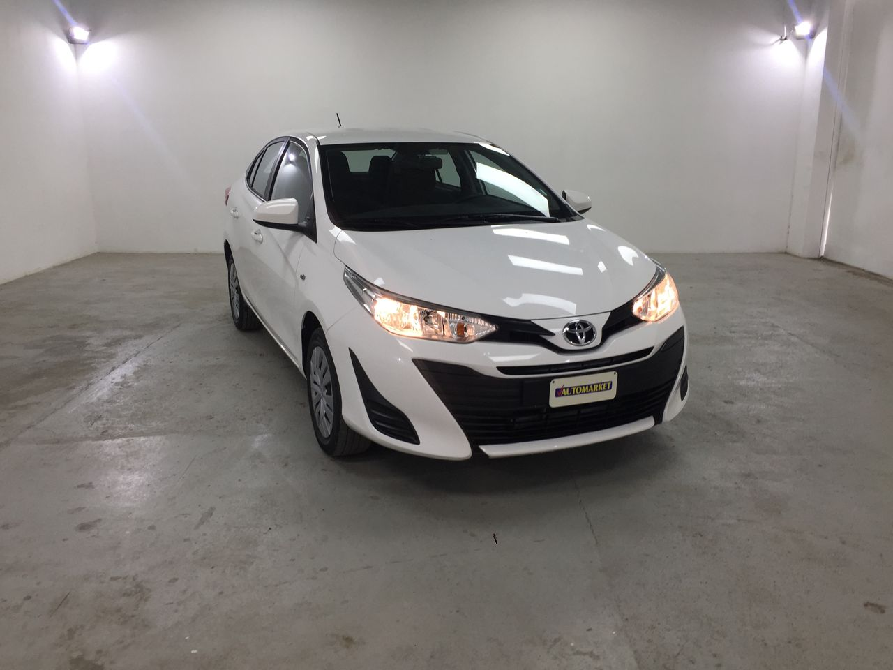 TOYOTA YARIS SUPER WHITE II 2018 CL6485
